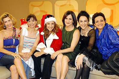 """Ana Carolina de """"Papai Noel"""" com as antigas companheiras de programa"""