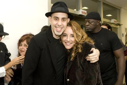 O guitarrista Pedro Baby e Ana Carolina