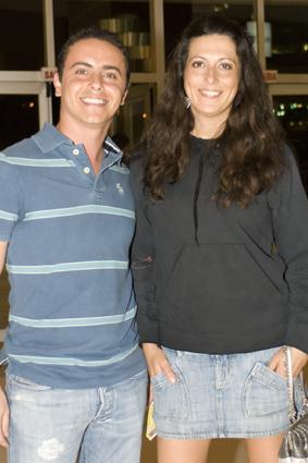 Cleber Tumasonis e a promoter Helô Ricci