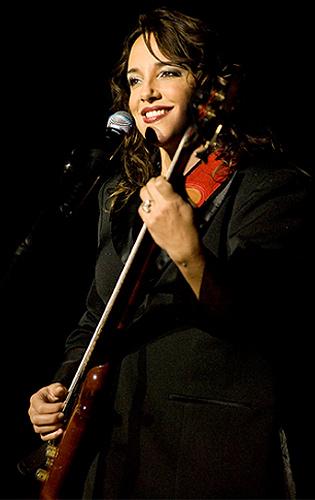 Ana Carolina apresenta sucessos da carreira e de seu último álbum neste fim de semana em SP.