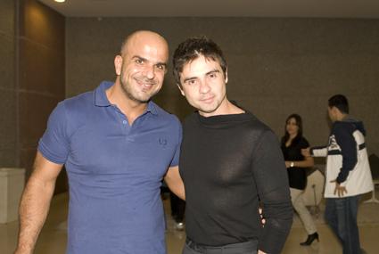 O estilista Rogerio Figueiredo e Raphael Pascale