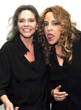 Ângela Rô Rô e Ana Carolina após show no Canecão