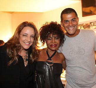 Ana Carolina, Elza Soares e o ator Edu Moscovis