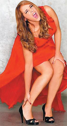 Ana Carolina de Vestido Laranja - Na Revista Joyce Pascowitch em Maio